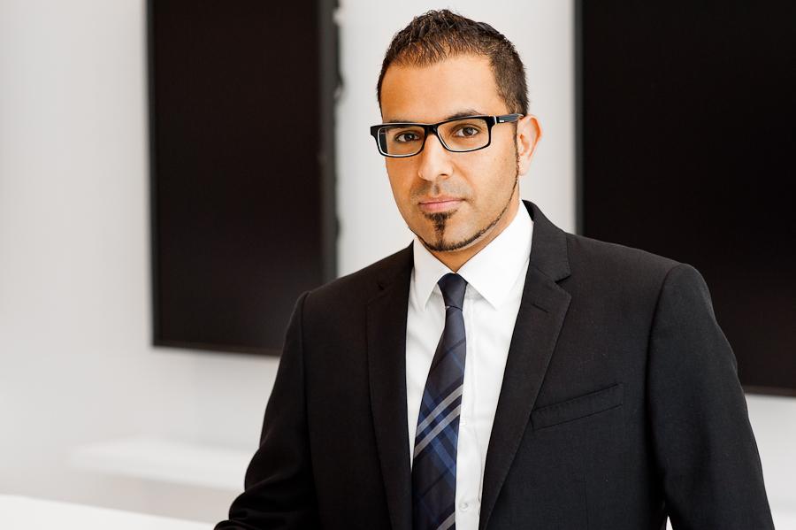 Businessportrait eines jungen Mannes im Anzug