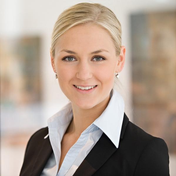 Bewerbungsfoto einer jungen Frau