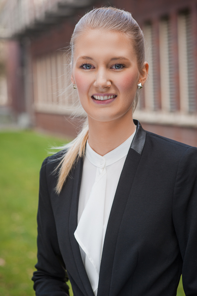 Bewerbungsfoto einer jungen Frau, Kalu Bremen