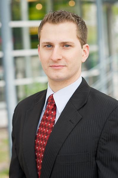 Bewerbungsfoto Bremen - Bild eines jungen Mannes im Anzug